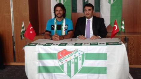 Frey_signing_with_Bursa